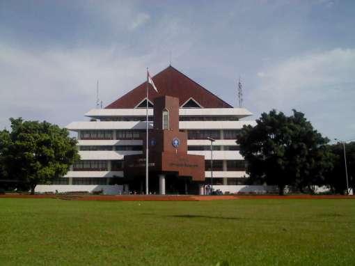 gedung rektorat IPB.