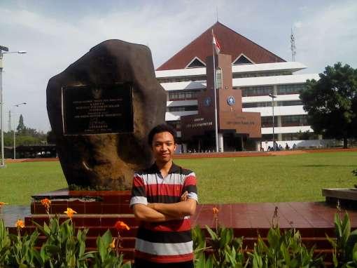 saya dan gedung rektorat IPB. hehe.