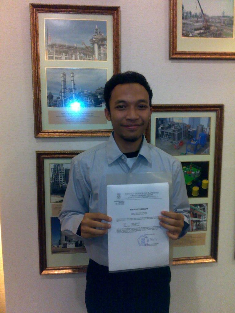 Saya, surat keterangan lulus, dan background foto2 plant karya alumni Teknik Kimia ITB